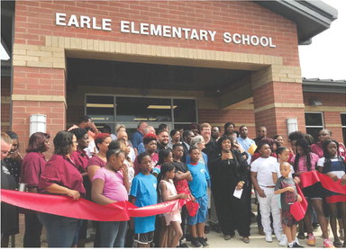 Hundreds attend Earle School District ribbon cutting and open house